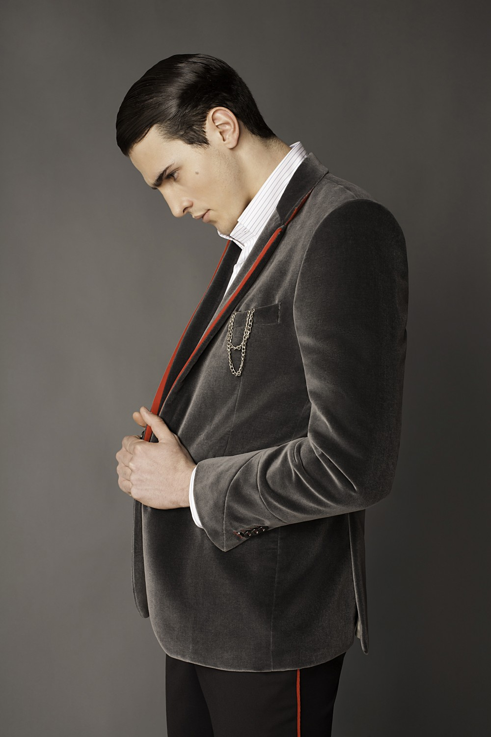 Colour: Grey - Red Fabric: Cotton velvet - Leather Lining: Viscose