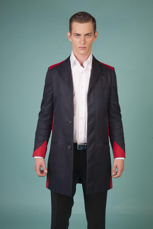Colour: Navy - Red Fabric: Technical linen - Texlon Lining: Viscose