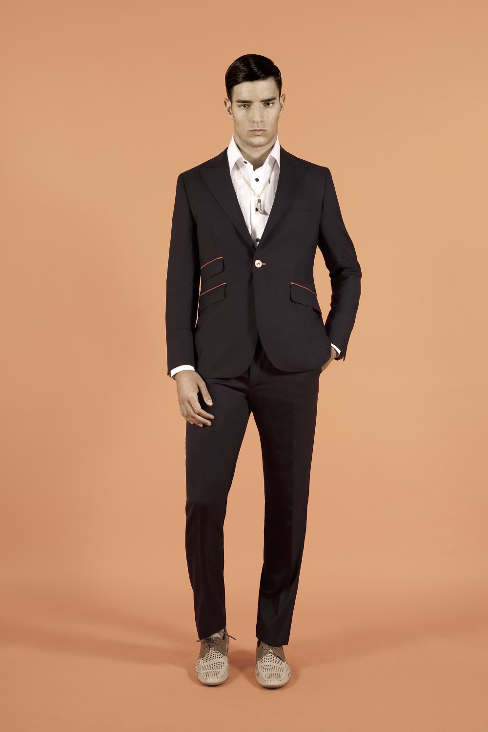 Slim fit blazer. Elegant daytime or summer evening look. Available as blazer only or as two-piece suit. Match with Sharp Edge trousers. Colo