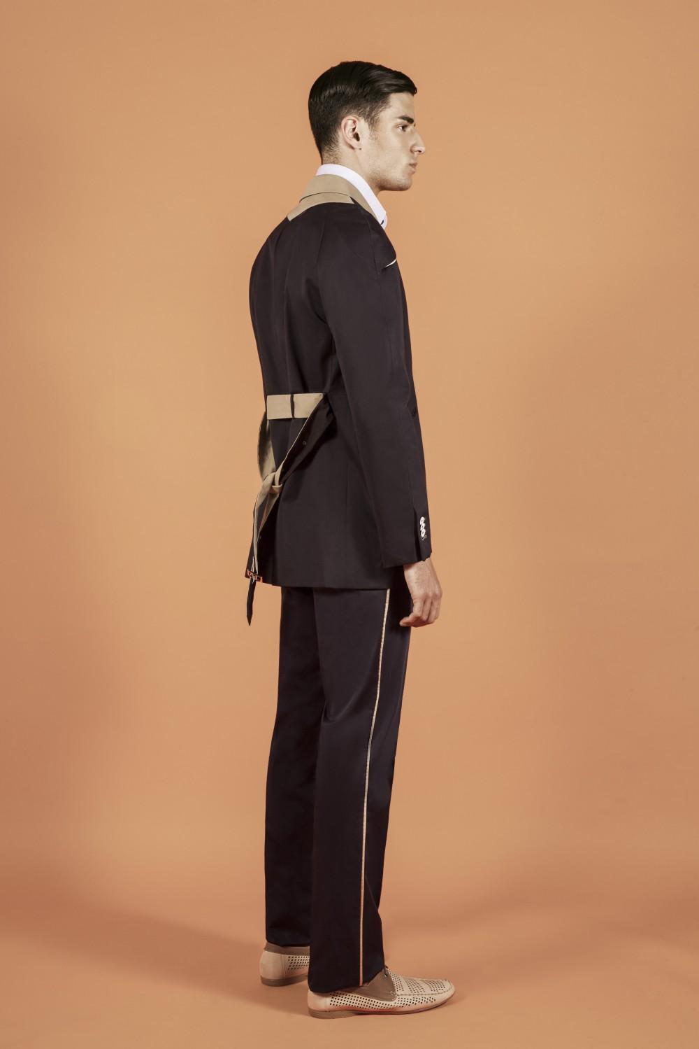Colour: Navy - khaki - orange - white Fabric: Waterproof cotton - alu-polyamide Lining: Viscose